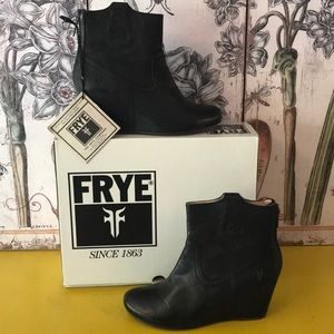 GREAT COND FRYE CARSON WEDGE BOOTIE SZ 7.5